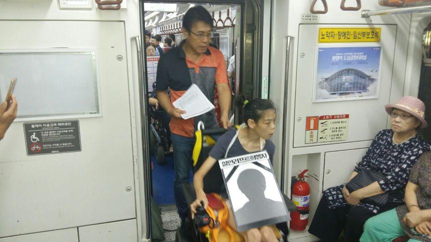0821.지하철그린라이트2_경진.jpg